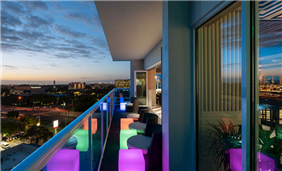 Vantage Rooftop Bar - Balcony